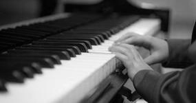 Klavír, křídlo, pianino nebo piano. Oč jde?